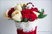 Зонтик с розами и пионами