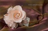 Ободок с кремовыми розами