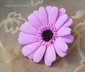 Зажим с розовой герберой